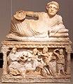 -0150 Ascheurne - Gelagerter Mann mit Omphalosschale Altes Museum anagoria.JPG