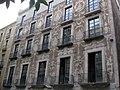 04 Casa dels Quatre Rius, detall dels esgrafiats de la façana.jpg