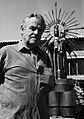 1. José Gonzalvo con su escultura de la Virgen de la Estrella 1993.jpg