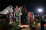 11.01 總統抵達索羅門群島,蘇嘉瓦瑞總理並陪同蔡總統登上受禮台,接受儀隊指揮官行禮致敬 (37379383074).jpg