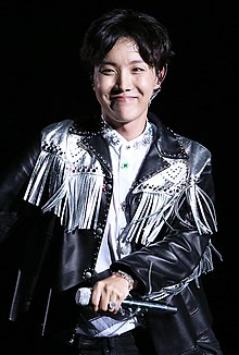 35e3d178bcd0b 180825-26 J-Hope LOVE YOURSELF tour in Seoul (6) (cropped
