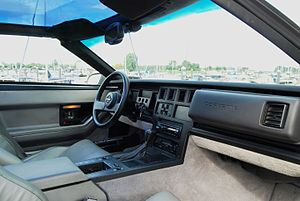 Chevrolet Corvette (C4) - The interior and dashboard of a 1986 Corvette C4 Coupe with grey upholstery.