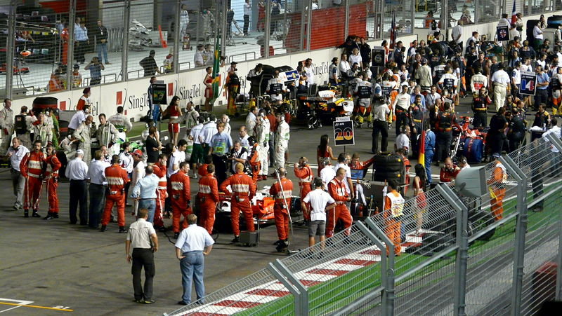 File:2008 Singapore Grand Prix pre-race.JPG