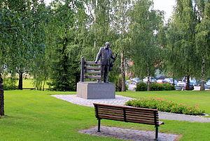 Alf Prøysen - Statue of Alf Prøysen at Rudshøgda in Ringsaker by Sivert Donali