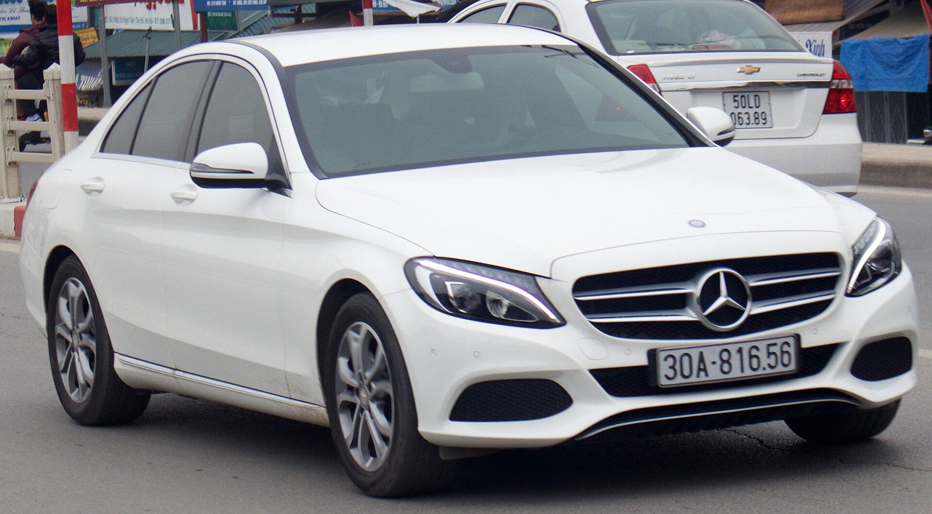 1920px-2014_Mercedes-Benz_C_200_%28W_205