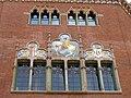 244 Hospital de Sant Pau, edifici d'Administració, façana, mosaic de Sant Martí.JPG