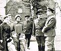 6-я гв. мсд. Макашов А.М. и Дорофеев А.А. беседуют с ченами семей военнослужащих дивизии. Бернау ГСВГ 1984..jpg