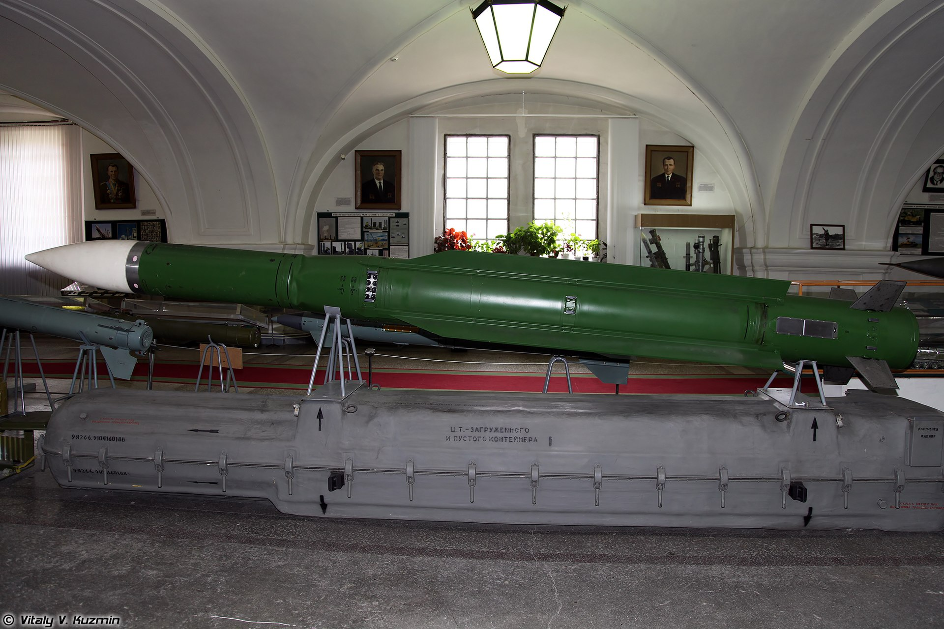 https://upload.wikimedia.org/wikipedia/commons/thumb/a/a5/9M38_surface-to-air_missile_of_Buk_system.jpg/1920px-9M38_surface-to-air_missile_of_Buk_system.jpg