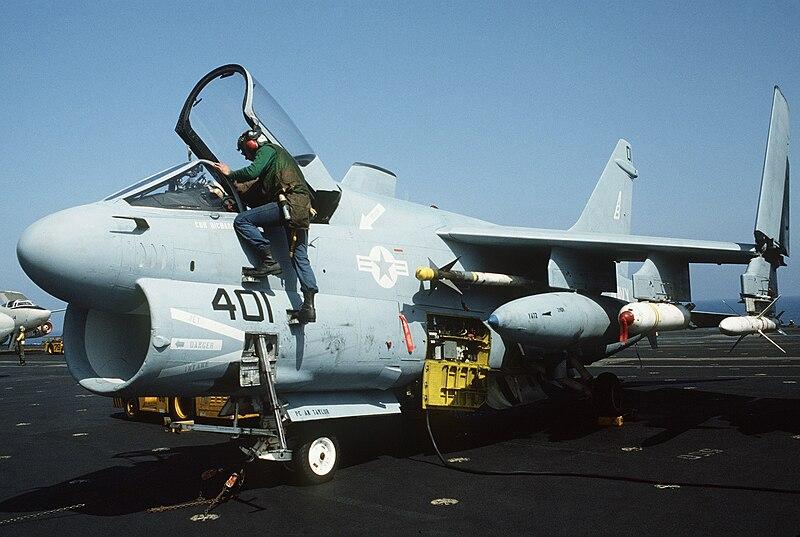 800px-A-7E_VA-72_on_USS_America_%28CV-66%29_Apr_1986.JPEG