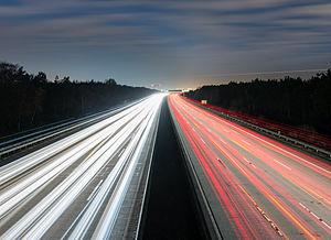 A5 with Frankfurt airport on the horizon - Autobahn A5 mit Flughafen Frankfurt am Horizont - 02