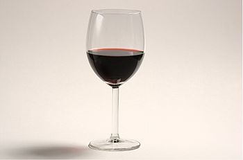 English: A glass of red wine.