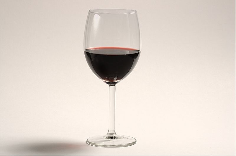 Fail:A glass of red wine.jpg