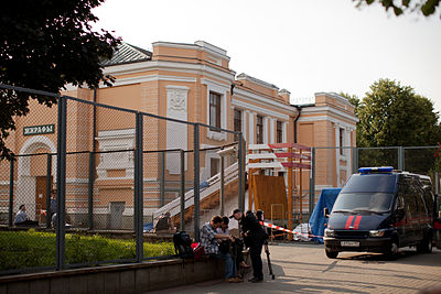 "Accident near ""Giraffas House"" in Moscow Zoo 01.jpg"