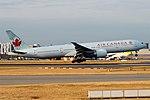 Air Canada, C-FIUV, Boeing 777-333 ER (43687230114).jpg