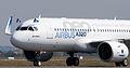 Airbus A320neo landing 07.jpg