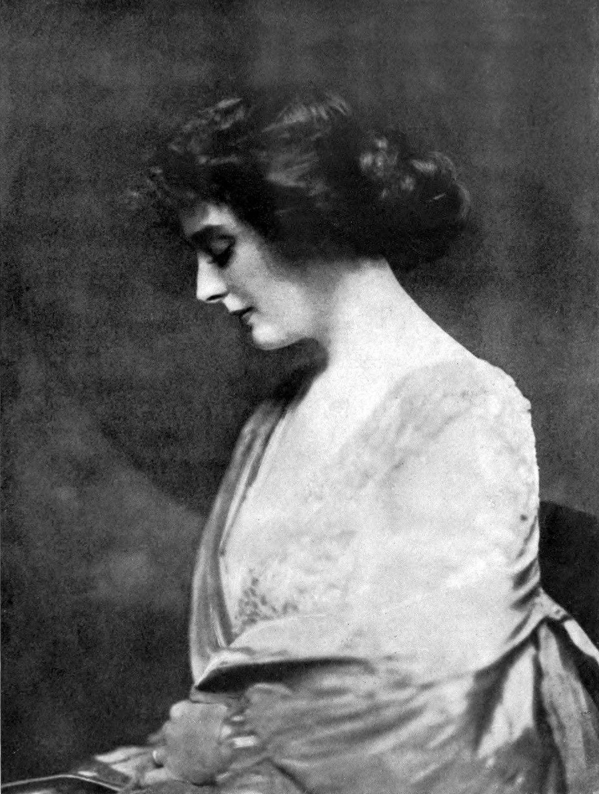 Alexandra Carlisle