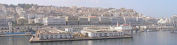 Vue sur le port d'Alger avec le boulevard du front de mer (Boulevard