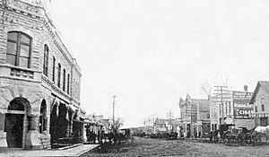 Alma, Kansas - Missouri Street in Alma, 1901