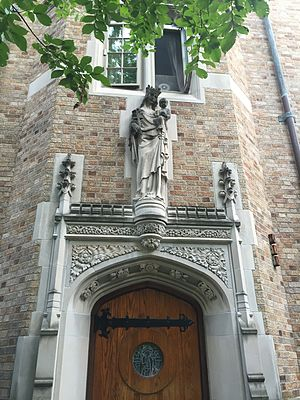 Alumni Hall (University of Notre Dame) - Image: Alumni Chapel entrance