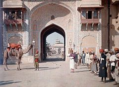 An entrance to the Maharaja's Palace in Jaipur by Jules Gervais-Courtellemont.jpg