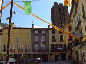 Arles-sur-Tech - Shops in Arles-sur-Tech, with the Tour Saint-Sauveur in the background