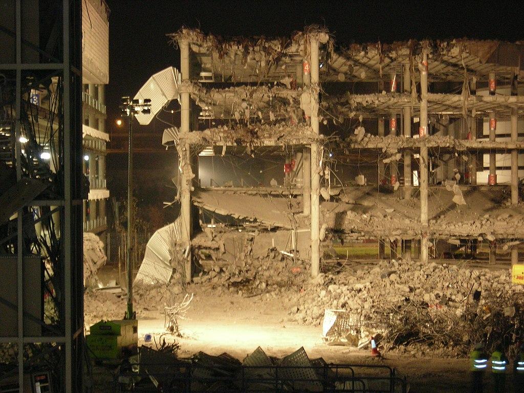 Párking de la Terminal 4 del Aeropuerto de Madrid-Barajas tras un atentado de ETA, el 30 de diciembre de 2006.