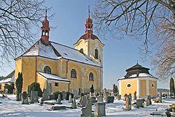Barokní kostel Svatých Petra a Pavla ve Zdechovicích.jpg