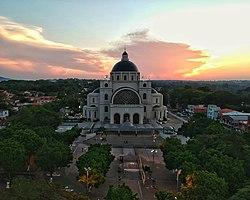 Basílica de Caacupé.jpg