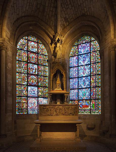Basilique Saint-Denis : chapelle de la Vierge où est exposé un reliquaire contenant le fragment supposé d'un poignet de Saint-Louis. (Wikipédia)