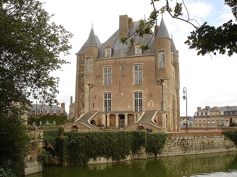 Fichier:Bellegarde chateau arriere.jpg