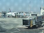 Ben Gurion International Airport גשר עלייה למטוס.JPG