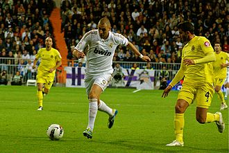 Karim Benzema - Benzema playing in a league match against Villarreal