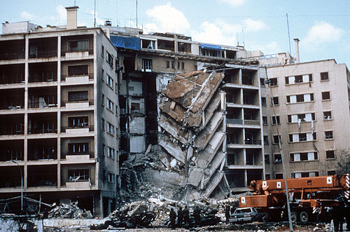 A view of damage to the U.S. Embassy in the aftermath of the 1983 Beirut bombing caused by Islamic Jihad Organization and Hezbollah BombenanschlagUS-BotschaftBeirut.jpg