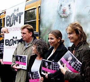 Georgina Verbaan - Verbaan (second from right) campaigning against fur in 2008.