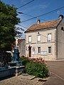 Bouhey-FR-21-mairie & fontaine-01.jpg