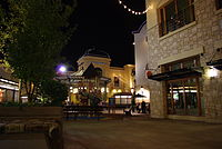 Bridgeport Village central plaza.JPG