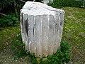 Broken column in Syrakousai.jpg