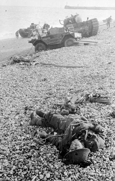File:Bundesarchiv Bild 101I-291-1209-26, Dieppe, Landungsversuch, toter alliierter Soldat.jpg