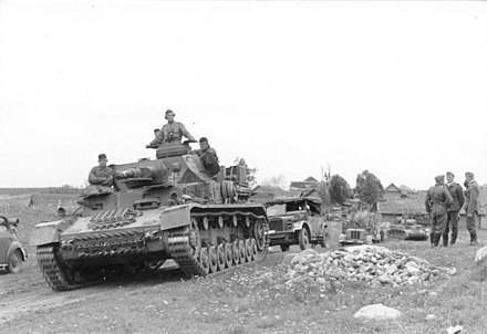 German vehicle column near Vitebsk in July 1941 Bundesarchiv Bild 101I-351-1427-21A, Russland, Panzer IV.jpg