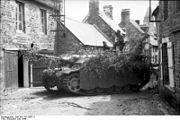 Bundesarchiv Bild 101I-721-0387-11, Frankreich, Sturmgeschütz III in Ortschaft