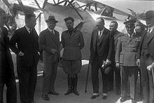 Italo Balbo, al centro in divisa, nel 1930 assieme allo staff della crociera aerea transatlantica Italia-Brasile