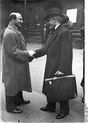 Erich Kleiber - Image: Bundesarchiv Bild 102 09850, Erich Kleiber und Arturo Toscanini