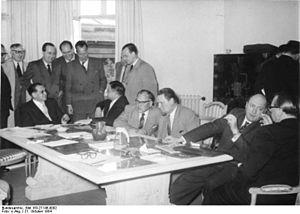 Bundesarchiv Bild 183-27145-0002, Pariser Verh...
