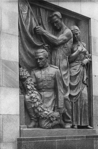 Soviet War Memorial (Schönholzer Heide) - Detail from the right side of the portal of Schöholzer Heide