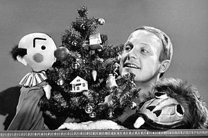 Kukla, Fran and Ollie - Kukla, Tillstrom and Ollie celebrate Christmas on Burr Tillstrom's Kukla and Ollie, 1961.