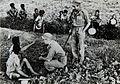 COLLECTIE TROPENMUSEUM Nederlandse militairen ondervragen de lokale bevolking TMnr 60054588.jpg