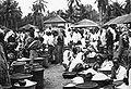 COLLECTIE TROPENMUSEUM Vrouwen op de markt in Kandangan TMnr 60018750.jpg