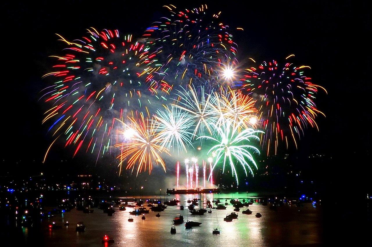 File:Canada's fireworks at the 2013 Celebration of Light ...