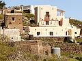 Casas de la villa vieja, Alicudi, Islas Eolias, Sicilia, Italia, 2015.JPG