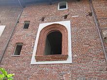 Finestra restaurata caratteristica della Facciata Nord della Cascina Boscaiola, giugno 2006.